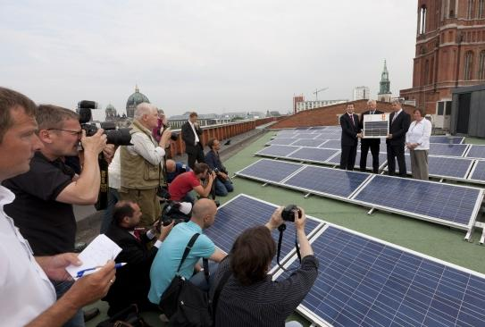 "Press event on the roof of the ""Rotes Rathaus"""